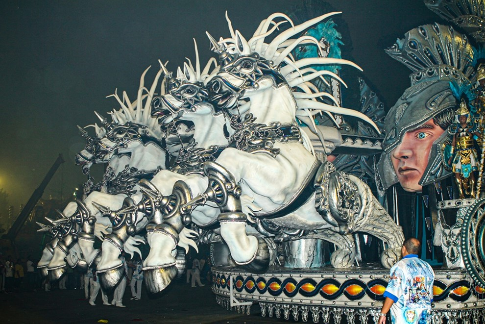 "Carro ""abre-alas"" Carnaval Fotografia"